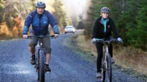 "kaci hickox riding bike with her boyfriend--vocabulario en inglés ""defiance"""