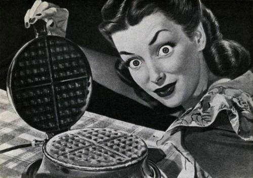 proud-lady-with-a-waffle--vocabulario-en-inglés-they-go-together-like-cocaine-and-waffles