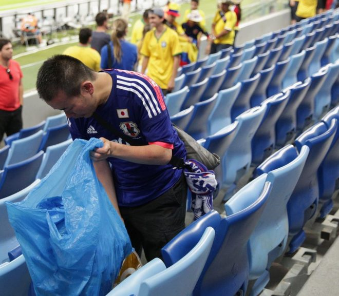 japanese fans pick up trash after their match with colombia in russia vocabulario en inglés